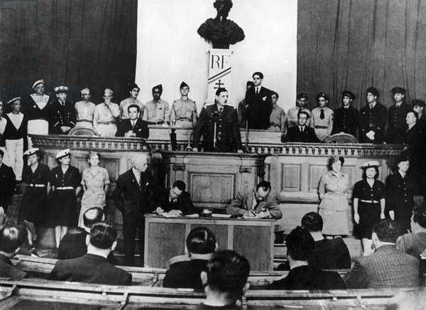 French Charles de Gaulle speaking in Algiers, june 18, 1944