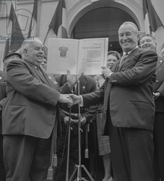French singer Maurice Chevalier (r) is made honorary citizen of the town of Marnes la Coquette, France, September 25, 1960 here with mayor Mr Minaud (b/w photo)