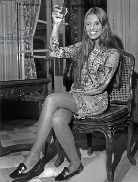 "Bresilienne Duda Cavalcanti In Paris For The Presentation Of The Movie ""Arrestao"" Here During A Reception Organises In Her Honour In The Salons Of A Grand Hotel Paris On April 29, 1966 (b/w photo)"