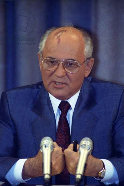 President Mikhail Gorbachev at a press conference in Moscow after returning from Foros,, 22nd August 1991 (photo)