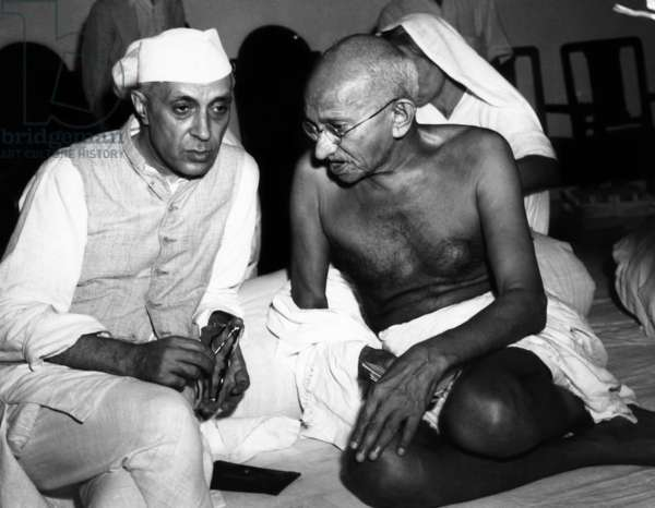 Rashtrapati Jawharlal Nehru and Mahatma Gandhi in 1946