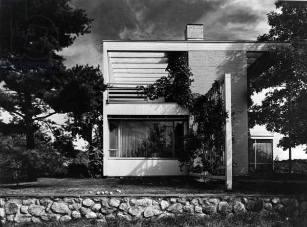 House of Walter Gropius in Lincoln (Massachussetts) by Walter Gropius et Joseph Breuer 1938 (Bauhaus style) (b/w photo)