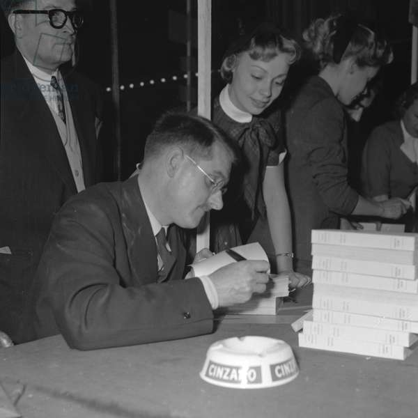 Jean Anouilh and Dany Robin at the Books sale of the Society of Dramatic Authors and Composers, 1952