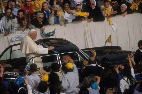 Vatican City, November 3, 1999. Pope John Paul II arriving by car in St. Peter's square (photo)