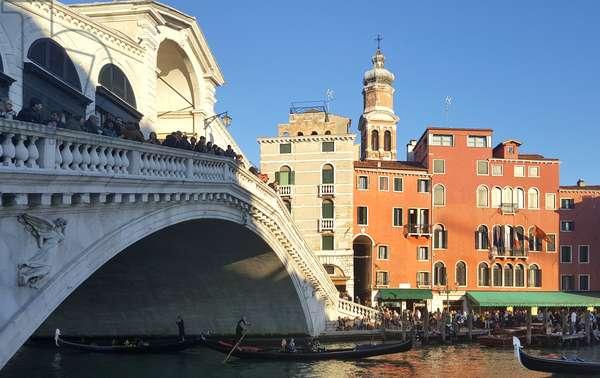 The Rialto bridge, Venice, Italy (photo)