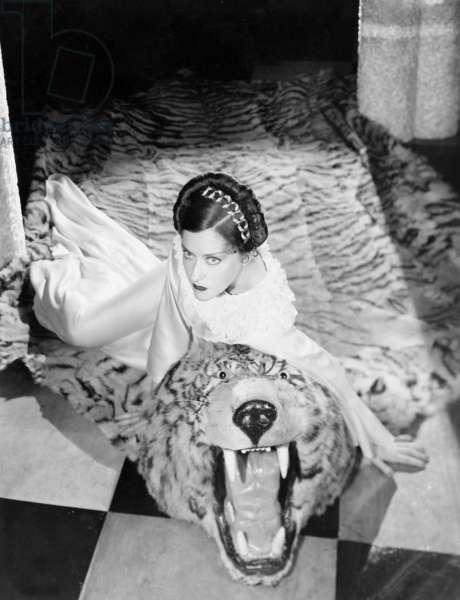Gloria Swanson (b/w photo)