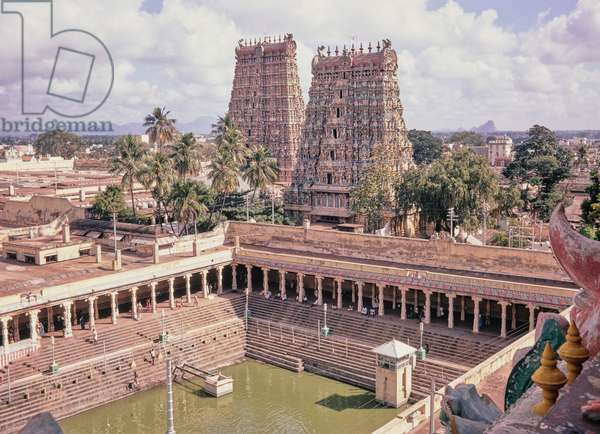 The Pond of the Golden Lillies and Hindu Temple of Meenakshi, Madurai, India (photo)