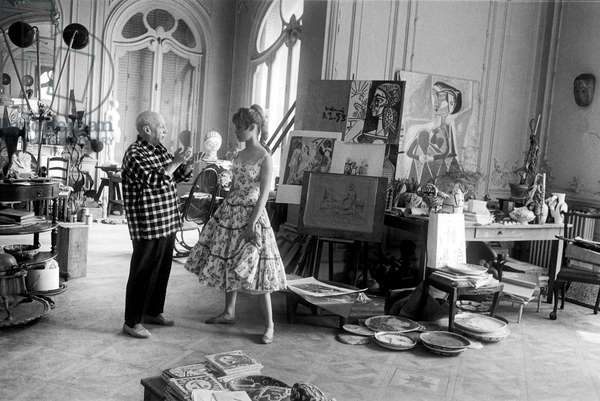 """Pablo Picasso and Brigitte Bardot in workshop in villa """"Californie"""" in Cannes during Cannes festival 1956"""
