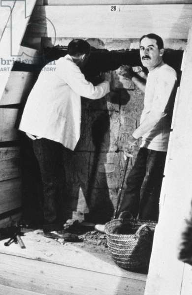 Howard Carter opening KV62, 1754