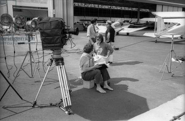 Le réalisateur français Alain Cavalier sur le tournage du film «Heartbeat» à Saint Tropez le 21 juin 1968
