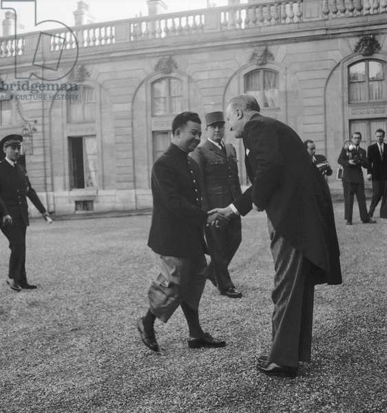 Norodom Sihanouk, king of Cambodia, at the Elysee, Paris, welcome by Mr Dumaine, October 25, 1949 (b/w photo)