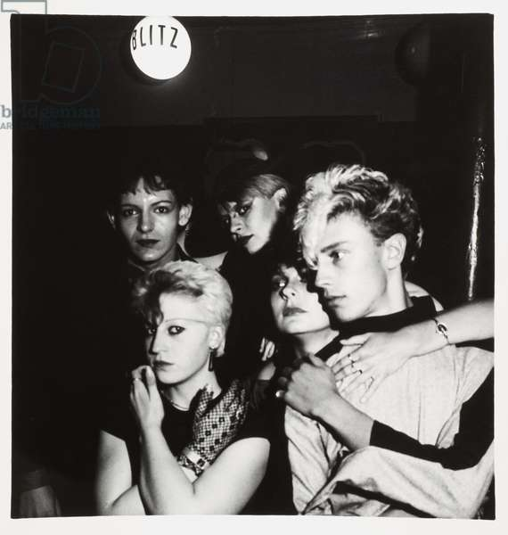 Friends group together to pose for the camera inside the Blitz Club, Covent Garden, London, UK, 1981 (b/w photo)
