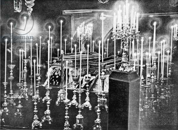 The coffins of Franz Ferdinand and Sophie, 1914 (b/w photo)