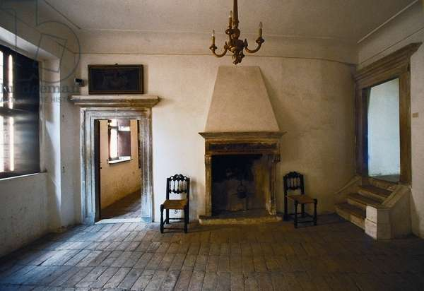 Room with fireplace in the birth house of Raphael (1483-1520), 15th century, Urbino (UNESCO World Heritage List, 1998), Marche, Italy