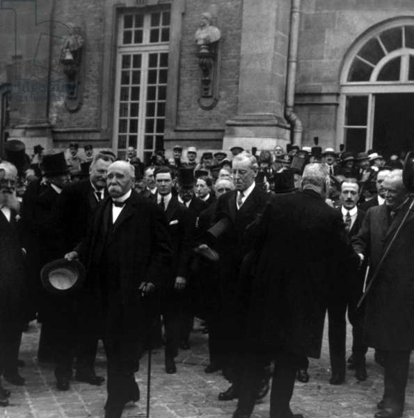 Traite de Versailles: first minister Georges Clemenceau, President Woodrow Wilson, Prime Minister Lloyd George leaving the Palace of Versailles after signing the treaty ending World War I, June 28, 1919