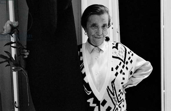 Louise Bourgeois at the Miller Gallery, New York, USA, 1986 (b/w photo)