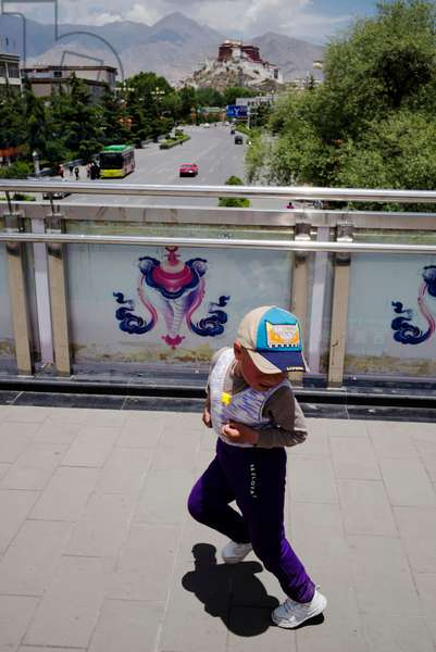 Boy dances in front of Portala palace, Lhasa, Tibet (photo)