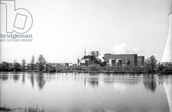 Centrale nucleaire de Neuvy sur Loire (b/w photo)
