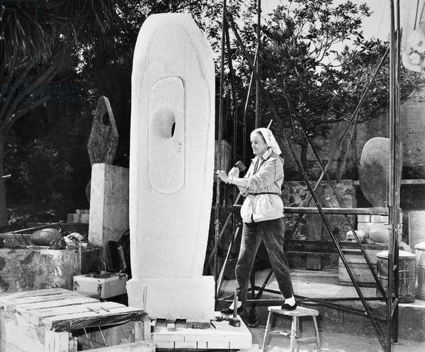 BARBARA HEPWORTH (1903-1975) (b/w photo) 1960s or 70s.