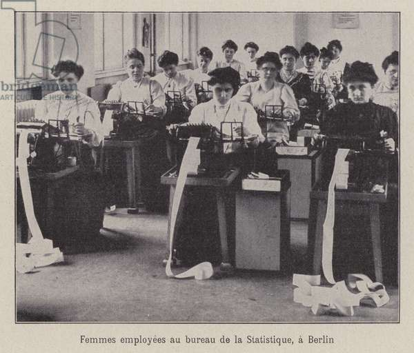 Women workers at the Office of Statistics in Berlin (b/w photo)