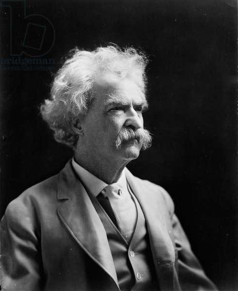 Mark Twain, c.1907 (photo)