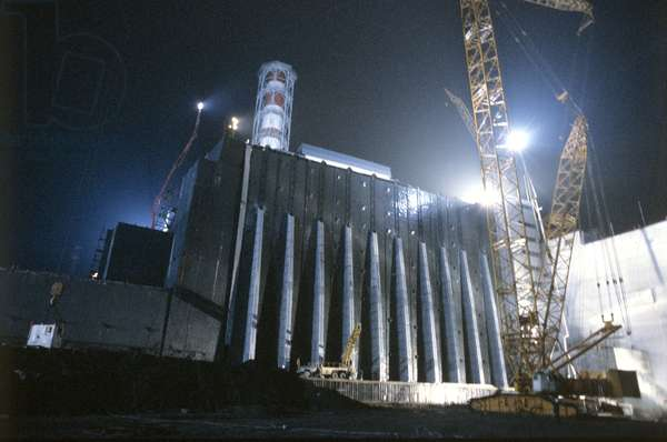 Damaged Unit 4 of the Chernobyl Nuclear Power Plant. The unit was isolated with a sarcophagus, 1986 (photo)