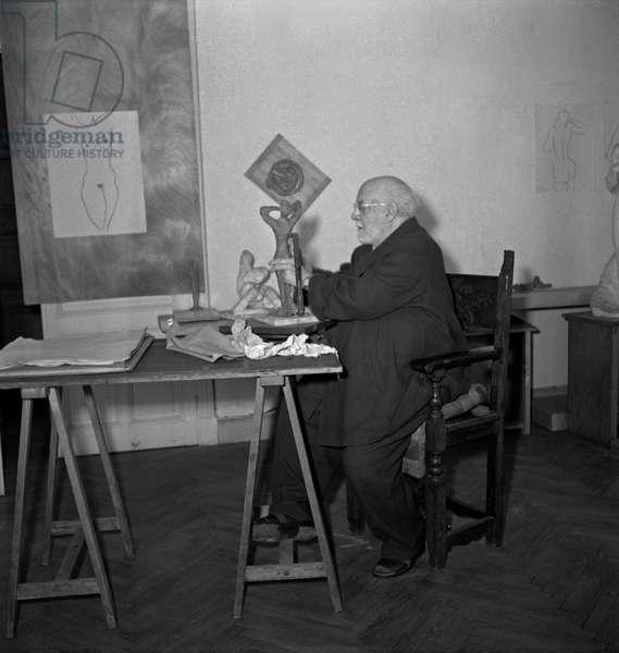 Henri Matisse Sculpting in Cimiez (Nice, French Riviera), 1951 (b/w photo)