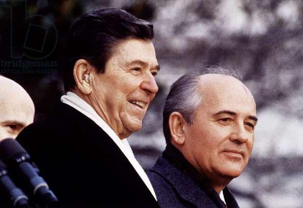 US President Ronald Reagan and Mikhail Gorbachev