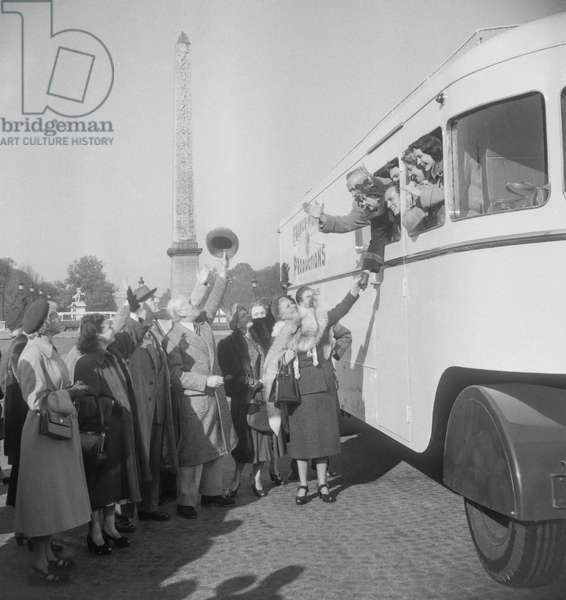 "Actors of the play ""Enfants d'Edouard"" leaving for a tour, Place de la Concorde, Paris, October 27, 1949 (b/w photo)"
