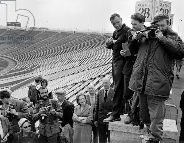 Fidel Castro Taking Photographs In Leningrad