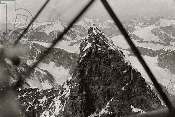 Albums with aerial views of towns and cities during the first post-war Italian: the peak of the Matterhorn photographed by a plane