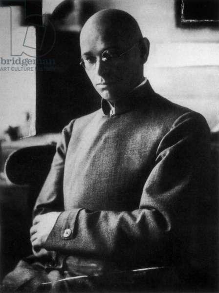 Johannes Itten, 1920 (b/w photo)