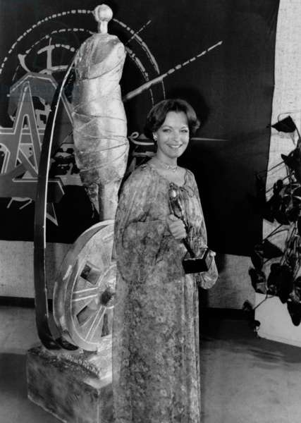 Actress Romy Schneider receiving the French Movie Prize, 3 April 1976 (photo)