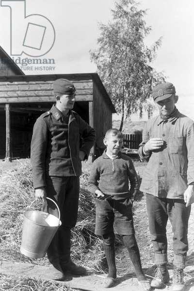 Farmers at work, Germany 1930s (b/w photo)