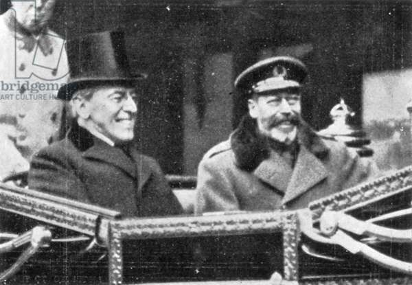 WILSON & GEORGE V, 1918 U.S. President Woodrow Wilson rides in a carriage to Buckingham Palace beside King George V of England, shortly after Wilson's arrival in London, 26 December 1918.