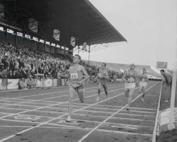 Athletism competition between France and Finland in Colombes (France), September 24, 1960 : 800 m : French athlet Michel Jazy winning the race followed by Salonen, Lenoir and Lithen (b/w photo)