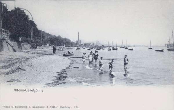 Children paddling in the River Elbe at Oevelgonne, Altona, Hamburg, Germany (b/w photo)