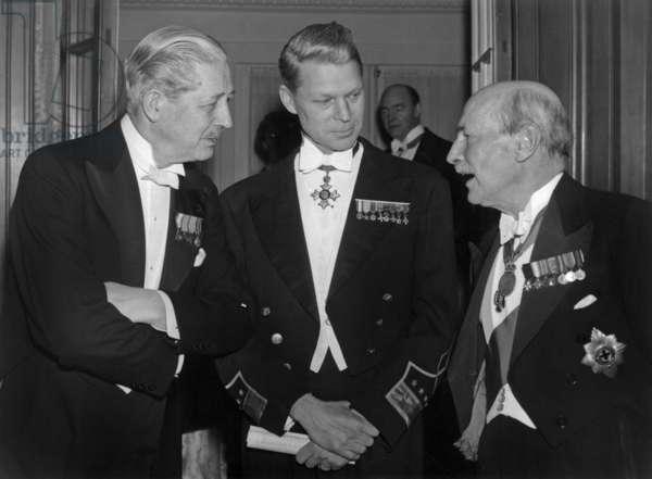 Mr MacMillan, Norstad et Attlee