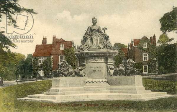 Ipswich, Statue Queen Victoria RI, 1837-1901 (colour photo)