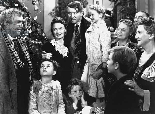 It's a Wonderful Life de FranckCapra avec James Stewart et Donna Reed 1946 famille devant un arbre de Noel couple enfant fete ecouter
