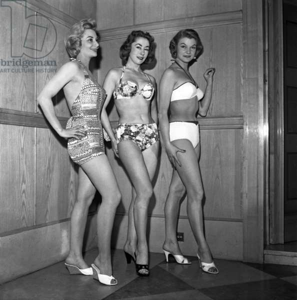 Presentation of swimming suits and beach suits in Paris by L. Libron, 1957 (b/w photo)