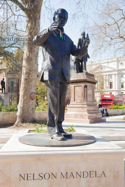 Statue of Nelson Mandela, Westminster, London (photo)