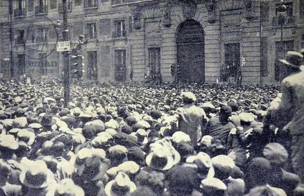 Spanish civil war: In the Puerta del Sol a spontaneous speaker