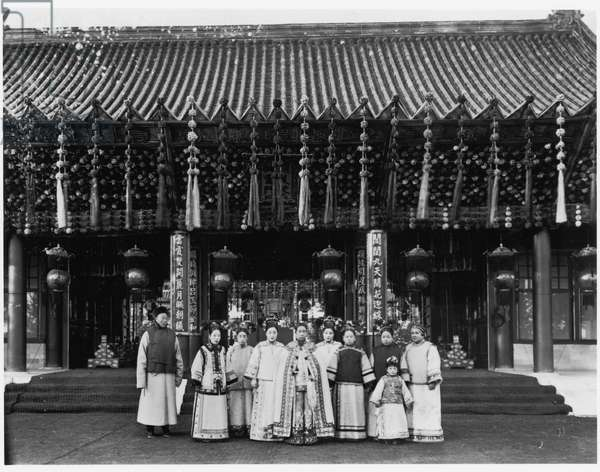 The Empress Dowager Cixi with attendants in front of Paiyunmen, Summer Palace, Beijing, c.1905 (b/w photo)
