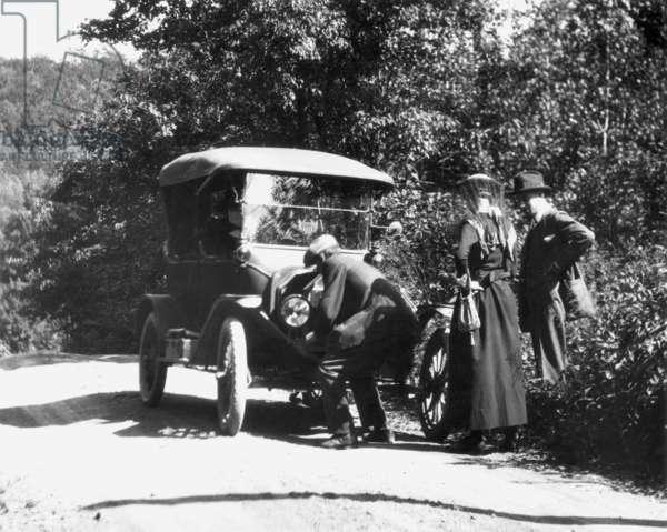 MODEL T FORD, 1919 Cranking the Model T.