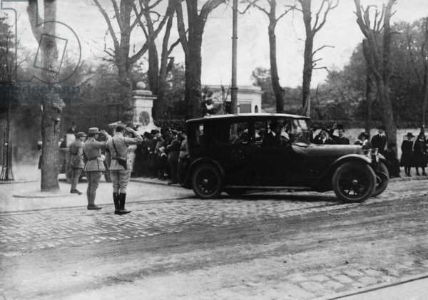 Woodrow Wilson in the car during the peace conference of Versailles, 1919 (b/w photo)