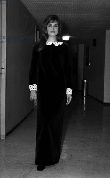 Singer Dalida during a TV Programme, 16 February 1962 (photo)