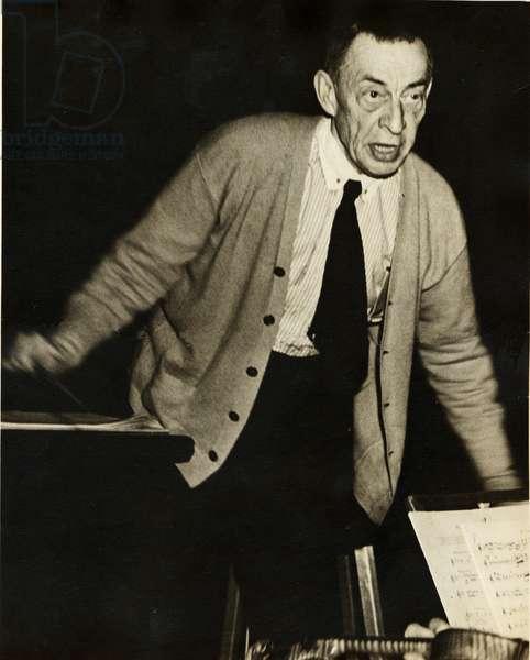 Sergei Rachmaninov conducting orchestra