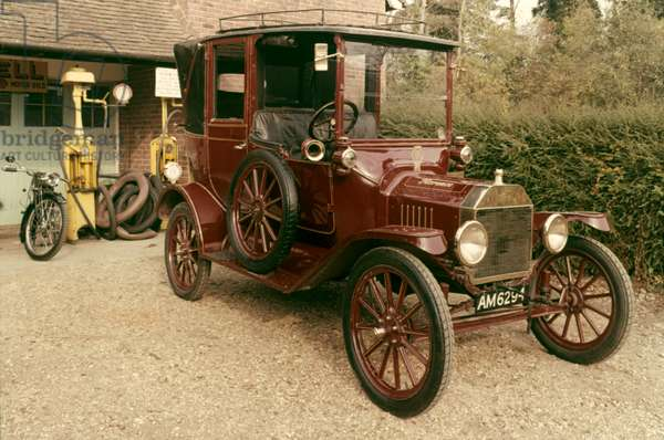 AUTO: FORD MODEL T, 1915 1915 Ford Model T.