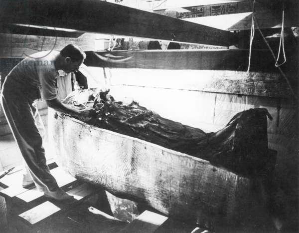 Howard Carter, 1922 (b/w photo)